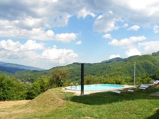 New! Chiara, private pool, mountain views, near restaurant, WIFI!
