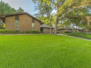 Charmin 5 bedrooms Texas home! just 3miles to AT&T STADIUM!