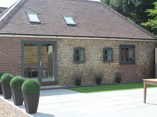 Luxury cottage near Chichester with free membership of Goodwood Healthclub & Spa