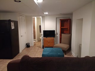 R Suite (Charming Apartment in the NoMa -Eckington Section of DC)