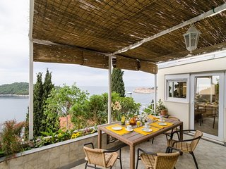 Spacious apartment close to the center of Dubrovnik with Internet, Washing machi