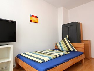 Studio apartment 636 m from the center of Hanover with Internet, Parking, Balcon