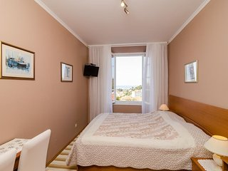 Bedroom in the center of Dubrovnik with Internet, Air conditioning (990203)