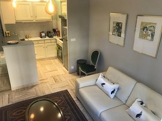 Studio apartment 376 m from the center of Nice with Air conditioning, Parking, W