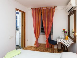 Bedroom in the center of Dubrovnik with Internet, Air conditioning (990595)