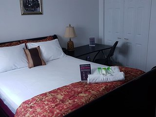 Crestview Guest House-Deluxe Room B14