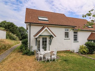 YEW TREE COTTAGE, open plan living area, shared complex, in Aberporth, Ref. 9517