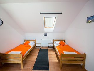 Triple Room, Hotel & Hostel Zagreb - Bedroom 2