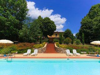 Villa Paola with private swimming pool, tennis court and air conditioning!
