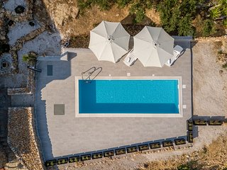 VILLA FORTICA 11PEOPLE WITH POOL ****