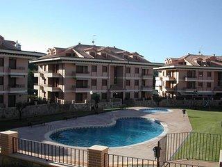 Precioso ático, en urbanización de lujo cerrada, con piscinas, gimnasio y parque