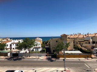 60m2 terrace 4 bedrooms apartment free parking and WIFI