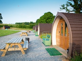 Box Tree Farm Glamping: Family Cabin 2