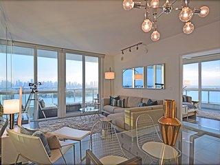 Stunning Views, Gorgeous 2 bed/2 bath, South Beach