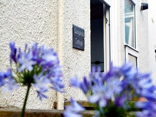 Quayside Cottage - Quaint Holiday Cottage - Close to Beach and Quayside