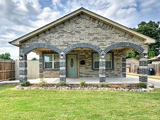 Oklahoma City House w/ Yard - 10 mins to Downtown!