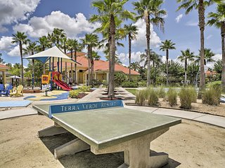 NEW! Kissimmee Townhome w/Hot Tub -15Min to Disney