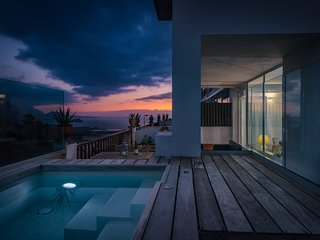 Private heated plunge Pool, ocean & volcano views, wifi [apt C]
