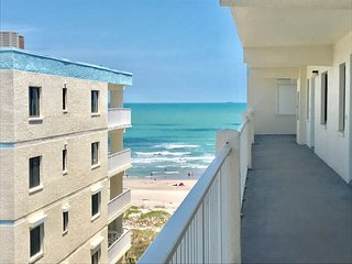 Perfect Beachfront Resort-Style Condo!
