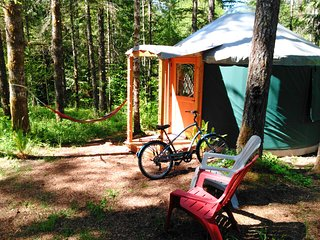 Cozy Glamping Yurt in Private Park Along Banks-Vernonia State Trail (B)