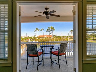 Beachfront Community! Fully Updated! Lake Front, Private Pool, Beach 1 Min Walk