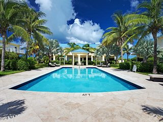 BEAUTIFUL 2 BEDROOM TOWNHOME IN GRACEBAY. SHORT WALK TO GRACEBAY BEACH.