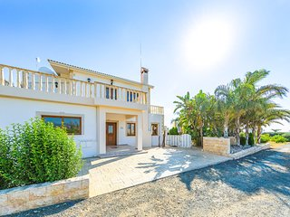 Villa Alasia by the Sea and Renowned Beach Taverna in Argaka with Heated Pool