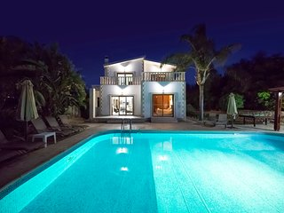 Villa Alasia by the Sea in Argaka with Heated Pool