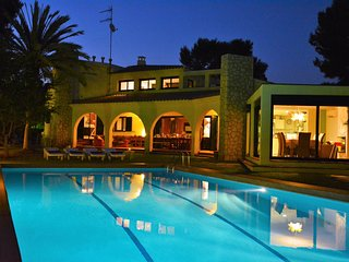 Luxuary Villa Sitges Mahe a 100 metres de la plage. Piscine 10*7 & Jardin XXL.