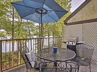 NEW!Lakefront Poconos Penthouse w/Resort Amenities