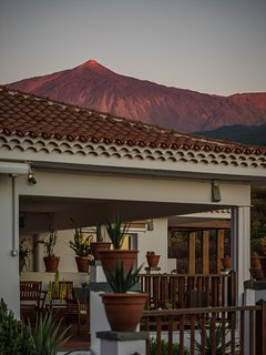 Private heated Pool, ocean & volcano views, wifi, concierge in Villa [apt G]