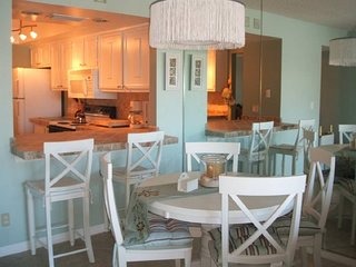 Beautiful Ocean Village 2/2 Condo