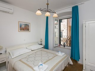 Bedroom in the center of Dubrovnik with Internet, Air conditioning (990672)