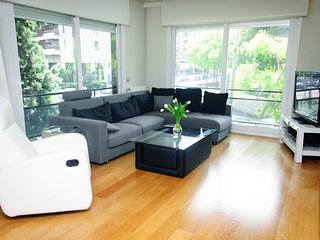 Spacious apartment in Barcelona with Lift, Parking, Internet, Washing machine