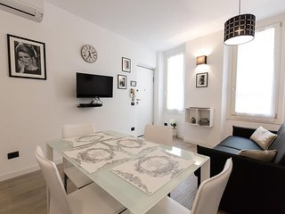 Cozy apartment in the center of Cannes with Internet, Washing machine, Air condi