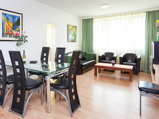 Spacious apartment very close to the centre of Berlin with Lift, Internet, Washi