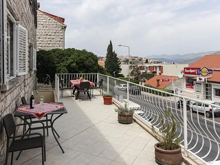 Apartment 1.4 km from the center of Dubrovnik with Internet, Air conditioning, P