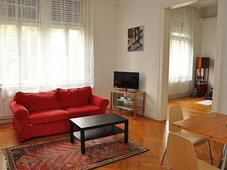 Spacious apartment very close to the centre of Budapest with Lift, Parking, Inte
