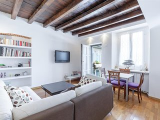 Apartment 904 m from the center of Milan with Internet, Air conditioning, Lift,