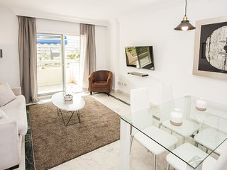 Spacious apartment a short walk away (76 m) from the 'Playa de Puerto Banus' in