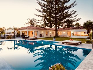 Villa in Marbella with Internet, Pool, Air conditioning, Parking (984581)