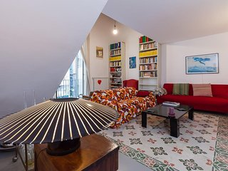 Spacious apartment very close to the centre of Naples with Internet