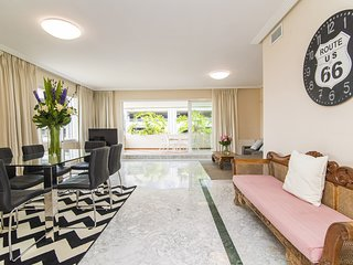 Spacious apartment a short walk away (408 m) from the 'Playa de Puerto Banus' in