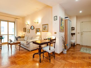Spacious apartment close to the center of Naples with Parking, Internet