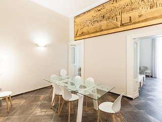 Spacious apartment in the center of Naples with Lift, Internet, Air conditioning