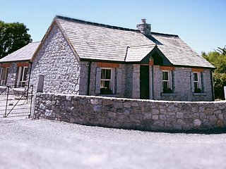 Ash Cottage A Traditional Irish Stone Cottage