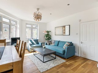 Amazing 4 Bed, 2 Bath Maisonette in Clapham North