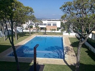 Large 3 Bedroom , 2 bathooom Apartment , 600m from Praia da Falesia