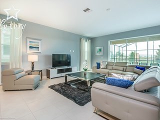 Beautiful 9BR 6bth Solara Resort home with Private Pool, Spa ans Gameroom