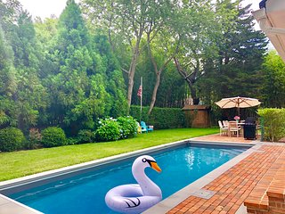 Fantastic Sag Harbor 3 bed w Pool & great location